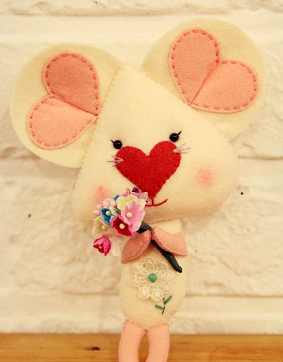 Các bạn có thể làm một đôi tặng cho ai đó nhé. Cách làm thú nhồi bông  này thật đơn giản và rất đẹp phải không nào các bạn.