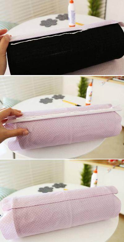 3. Bọc tấm vải đã chuẩn bị ra bên ngoài chiếc tất, dán 1 mép vải vào chiếc tất rồi gấp mép còn lại và dán đè lên mép vải vừa dán lên bít tất.