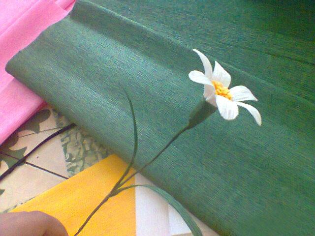 cách làm hoa cúc bằng giấy nhún