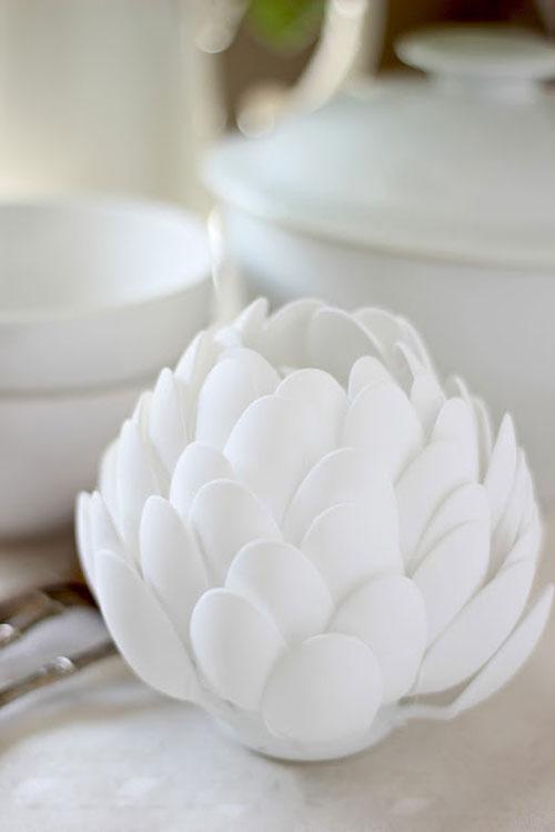cách làm hoa sen bằng thìa nhựa bước 3