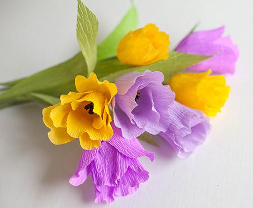 Cách làm hoa tulip bằng giấy nhún bước 7