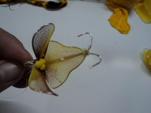 cách làm hoa lan hồ điệp bằng vải voan bước 5a
