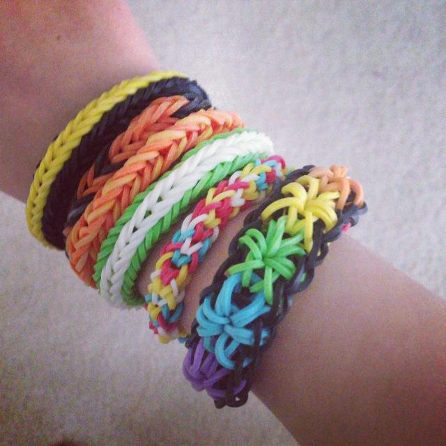 Cách làm vòng tay rainbow loom