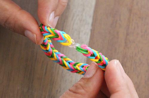 Tết vòng đeo tay từ dây chun