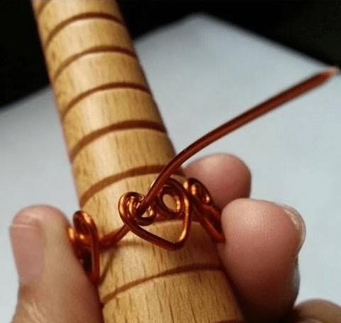 Cách làm nhẫn đeo tay sang chảnh không lo đụng hàng.